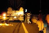 Tông xe tải, tử nạn trên cầu Rạch Miễu