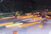 Truy bắt gỗ lậu, 2 công an bị thương