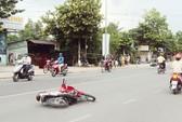 Xe máy tông nhau, 2 người bị thương nặng
