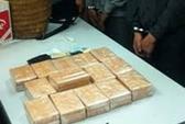 Bắt kẻ mua 60 bánh heroin ngay tại sân bay