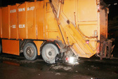 Lao vào xe chở rác, một nam thanh niên tử vong