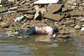 Phát hiện một thi thể nữ chết trôi, mặt bầm tím
