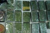 Bắt 3 người vận chuyển 32 bánh heroin trong đêm