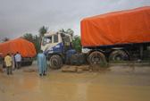 Nước ngập đường, tai nạn giao thông xảy ra