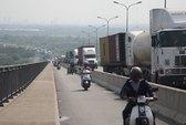 Xe bồn đâm container, cầu Phú Mỹ ùn tắc 8 giờ