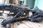 Nửa đêm xe máy cháy rụi