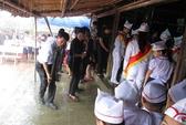 Người dân đội mưa viếng Đại tướng tại quê nhà