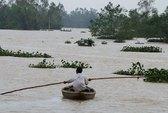 Quảng Nam: Người dân mong manh trong nước lũ