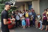 Nhan Phúc Vinh nhảy Gangnam Style bán kẹo kéo