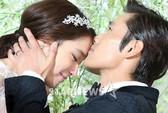 Lee Byung Hun hạnh phúc hôn vợ trong ngày cưới