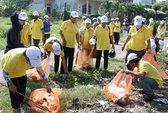 Gần 400 phụ nữ tham gia dọn rác