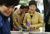 Tổng thống Hàn Quốc xài ví giá... 76.000 đồng