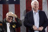 Bạn tù ở Việt Nam của ông McCain qua đời