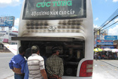 Cháy xe khách, phóng viên tác nghiệp bị hành hung