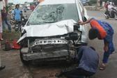 Ô tô 7 chỗ mất lái, một người trong tiệm tạp hóa bị thương