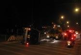 Phóng nhanh, xế hộp lật giữa TP Biên Hòa