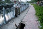 """""""Hố tử thần"""" thứ 6 xuất hiện dọc kênh Nhiêu Lộc - Thị Nghè"""