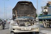 TPHCM: Ô tô Lifan phát hỏa trên đường Võ Văn Kiệt
