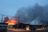 Cháy kho xưởng trong đêm, khói lửa ngút trời