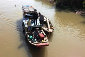 Vụ lật thuyền trên sông Đồng Nai: Đang đưa tang mẹ, tìm được xác con