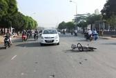 Ô tô tông xe đạp điện, hai học sinh bất tỉnh