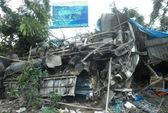Xe tải đâm nát nhà dân, 2 người chết