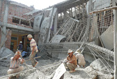 Sập dàn cốt pha chùa đang xây, 5 người bị thương