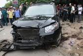 """Ô tô """"nuốt"""" xe máy, 2 người chết tại chỗ"""