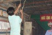 Một dân quân tự vệ treo cổ tự tử