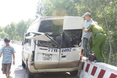Xe khách lộn nhào, 7 người bị thương
