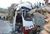 Xe khách chở giáo viên đi du lịch gặp nạn, 7 người chết