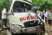 Xe khách đấu đầu xe tải, 11 người bị thương