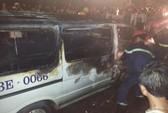 Xe biển số xanh nghi chở gỗ lậu bốc cháy trong đêm