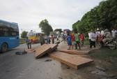 Nghệ An: Xe tải tông 2 xe ba gác, 6 người thương vong