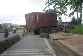 "Xe container ""đại náo"" gần giao lộ"