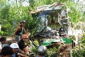 Xe khách đối đầu, 14 người thương vong