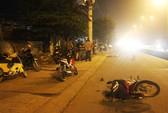 Xe máy trượt dài hơn 20 m, 1 người tử vong
