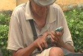 """""""Sốc"""" với ông già ăn xin xài… iPhone"""