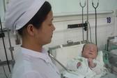 """Vụ """"Sản phụ 15 tuổi bỏ con ở bệnh viện"""": Đứa trẻ sẽ được đưa vào trại mồ côi"""