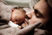 Ngủ gần con, cha giảm ham muốn