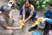 Hoang mang dép Trung Quốc gây ngứa, đau chân