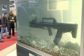 """Nga """"khoe"""" súng trường bắn dưới nước lẫn trên cạn"""