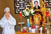 Việt Hương về nước thọ tang mẹ