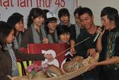 Hoài Linh xúc động nhận quà khô cá, mắm tặng sinh nhật