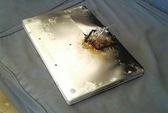 Pin MacBook của Apple có thể bị kích nổ từ xa