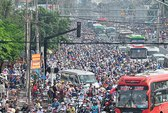 Kẹt xe kinh khủng ở ngã tư Bình Triệu
