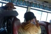 """""""Hai ngón"""" trên xe buýt: Đường dây khép kín"""