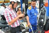 Giảm giá xăng dầu: Đừng chờ doanh nghiệp!