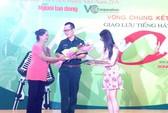 Nghệ sĩ Xuân Hương làm giám khảo cuộc thi karaoke