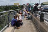 Bị nạn trên cầu Mỹ Thuận, 3 hành khách văng khỏi xe